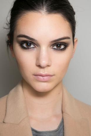 Макияж для карих глаз с нависающим веком, легкий гранж-макияж