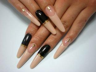 Дизайн ногтей жидкие камни, бежевый френч с частичным покрытием черным лаком