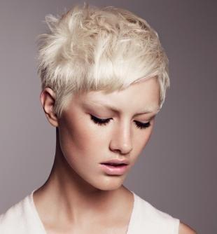 Платиновый цвет волос на короткие волосы, жемчужный цвет волос