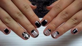 Черный френч, серебристый дизайн на черных ногтях