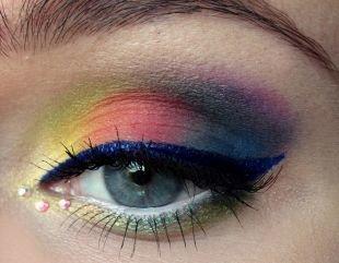 Восточный макияж для голубых глаз, разноцветный макияж для серо-голубых глаз с синими стрелками
