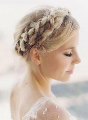 Прически с челкой на длинные волосы, прическа с греческой косой вокруг головы