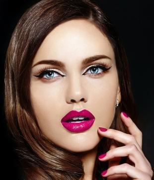 Вечерний макияж, макияж глаз с яркой помадой