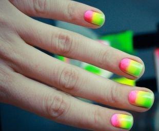 Рисунки на квадратных ногтях, модный градиентный маникюр
