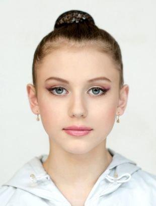 Дневной макияж для серых глаз, макияж со стрелками для старшеклассниц