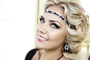Яркий макияж для блондинок, кошачий макияж с накладными ресницами