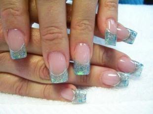 Витражный френч, блестящий маникюр на нарощенных ногтях