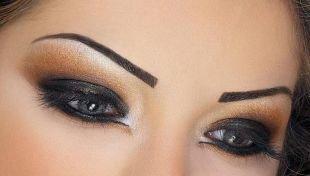 Татуаж бровей, вечерний яркий макияж в арабском стиле