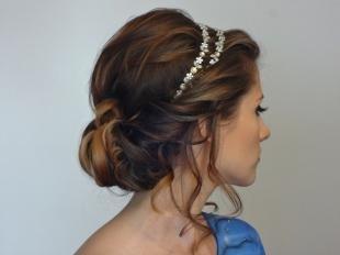 Греческая причёска с повязкой на длинные волосы, прическа на длинные волосы с красивым ободком