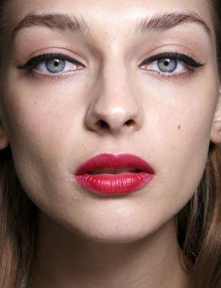 Макияж на выпускной для голубых глаз, макияж для серо-голубых глаз с красной помадой