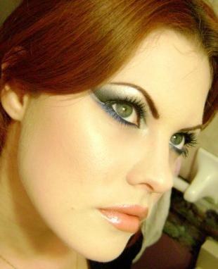 Свадебный макияж в восточном стиле, макияж для зеленых глаз под синее платье