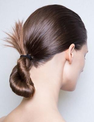 Цвет волос морозный каштан, легкая прическа за 5 минут