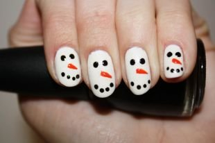 Рисунки на белом ногте, маникюр-снеговик
