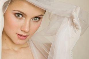 Свадебный макияж в персиковых тонах, нежный свадебный макияж для зеленоглазых