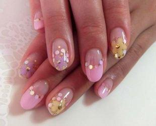 Рисунки блестками на ногтях, цветной френч с золотыми кружочками