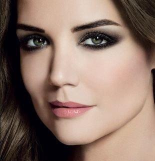 Темный макияж для шатенок, макияж для серых глаз с темно-серыми тенями