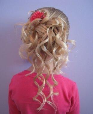 Праздничные прически для девочек на средние волосы, детская прическа на выпускной