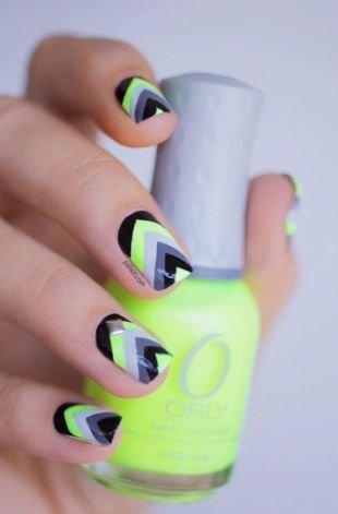 Современные рисунки на ногтях, яркий геометрический маникюр