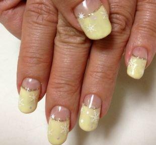Белые рисунки на ногтях, лунный маникюр со снежинками