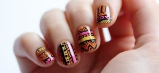 Абстрактные рисунки на ногтях, этнический маникюр