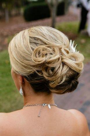 Мелирование на светлые волосы, элегантная свадебная прическа на длинные волосы