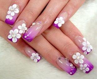 Маникюр с ромашками, фиолетовый френч со стразами и акриловой лепкой - цветы