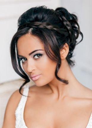 Прическа коса с челкой, свадебная прическа на средние волосы в виде плетений