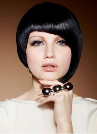 """Иссиня-черный цвет волос на короткие волосы, стильная стрижка """"сессон"""""""