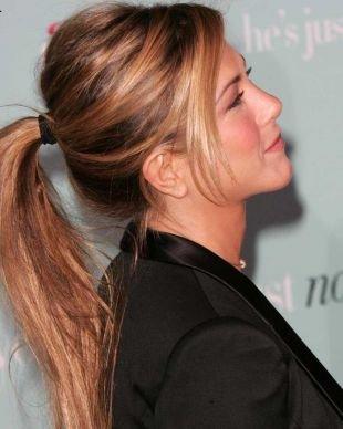 """Золотисто каштановый цвет волос на длинные волосы, прическа """"конский хвост"""" на затылке"""