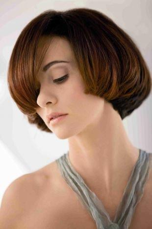 Коричнево рыжий цвет волос, короткие стрижки для женщин после 40 лет - объемное каре для густых волос