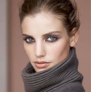 Макияж для русых волос и серых глаз, модный зимний макияж