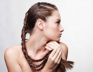 Светло каштановый цвет волос на длинные волосы, прически на 1 сентября - переплетенные косы