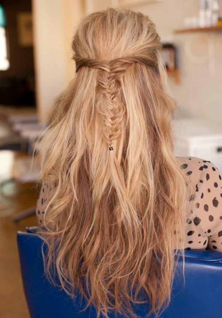 Причёска с распущенными волосами