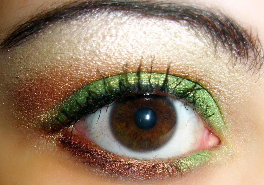 Глаза карие с зеленым макияж