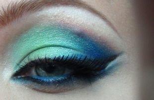 Вечерний макияж для серо-голубых глаз, шикарный арабский макияж в голубых тонах