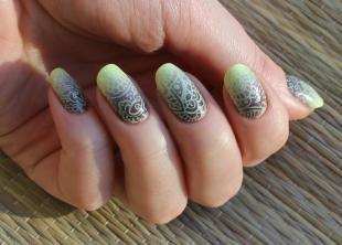 Абстрактные рисунки на ногтях, модный маникюр на осень