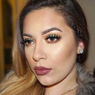 Макияж для больших карих глаз, новогодний макияж глаз с блестящими зелеными тенями