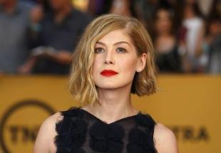 Макияж для блондинок с красной помадой, эффектный макияж под красное платье
