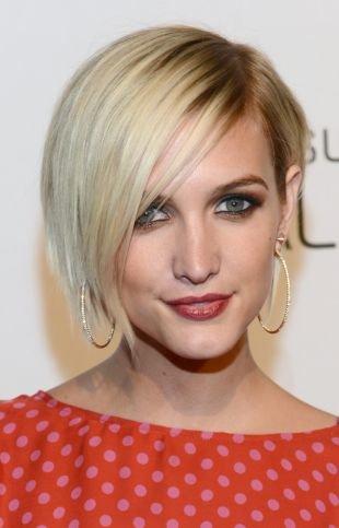 Цвет волос перламутровый блондин, короткая асимметричная стрижка для женщины после 40 лет