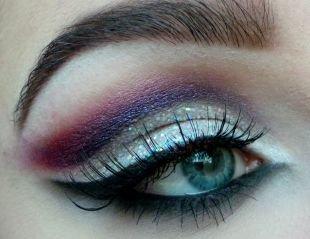 Темный макияж, блестящий макияж для серо-голубых глаз