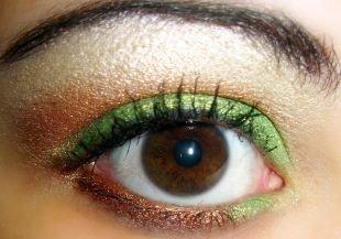 Вечерний макияж для нависшего века, макияж для карих глаз зелеными тенями