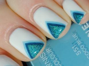 Синий френч, белый френч с голубыми треугольными кончиками