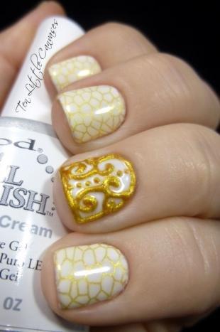 Рисунки на коротких ногтях, белый маникюр с золотым узором