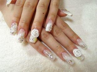 Маникюр с кружевами, нарощенные ногти - акриловые розы