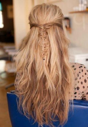 """Прически для круглого лица на длинные волосы, мальвинка с косичкой """"рыбий хвост"""""""