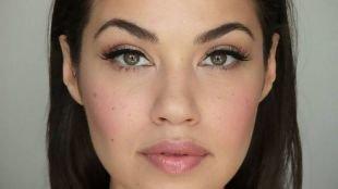 Зимний макияж для брюнеток, дневной макияж для зеленых глаз и темных волос