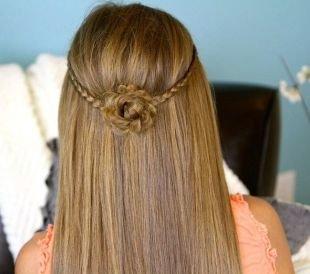 Светло коричневый цвет волос, прически на 1 сентября - плетение в виде розы