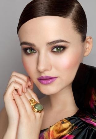 Макияж для бледной кожи, вечерний макияж для брюнеток с зелеными глазами
