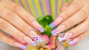 Сиреневый френч, дизайн ногтей - цветочный френч