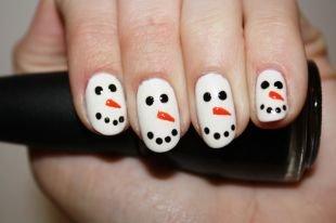 Простой дизайн ногтей, маникюр-снеговик